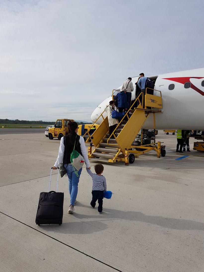 Handgepäck beim Fliegen mit Kind