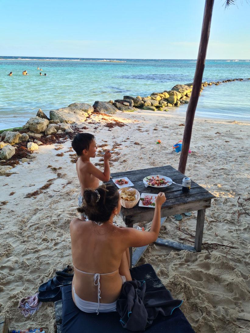 Abendessen direkt am Meer im Beachclub Blue Kay