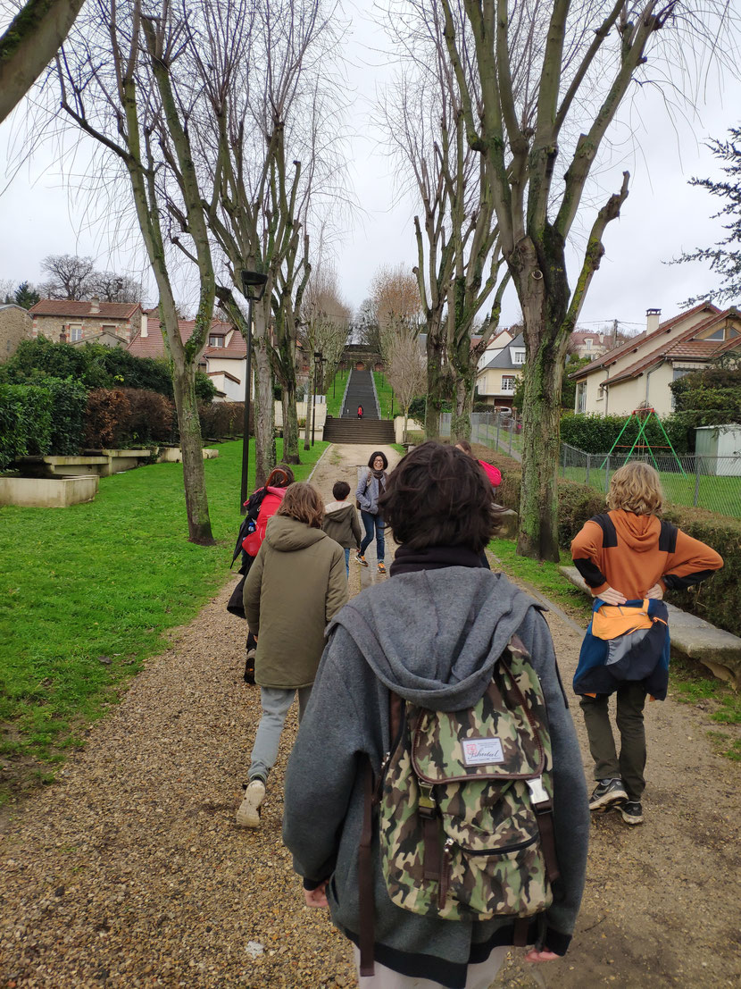Ascension collective enjouée à l'approche du but, Juvisy-sur-Orge