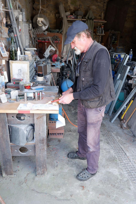 In einem netten Bildhauer Werkstatt kurz vor Miraz bekomme ein echter Siegel in mein Pilgerpass