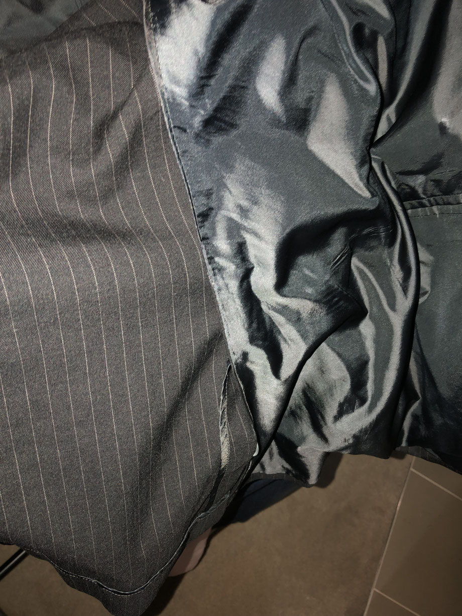 Note how the lining does NOT continue all around the back of the jacket.  This lack of the additional layer of the lining allows the jacket to circulate the air better and keeps the wearer cooler..