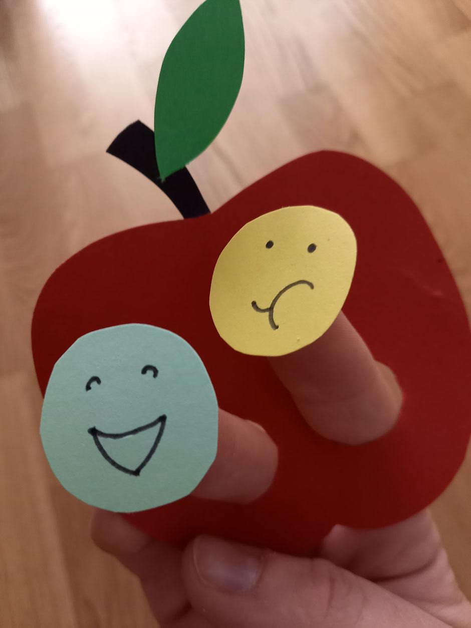 Apfel Fingerpuppe Basteln Wurm Raupe Fingerspiel