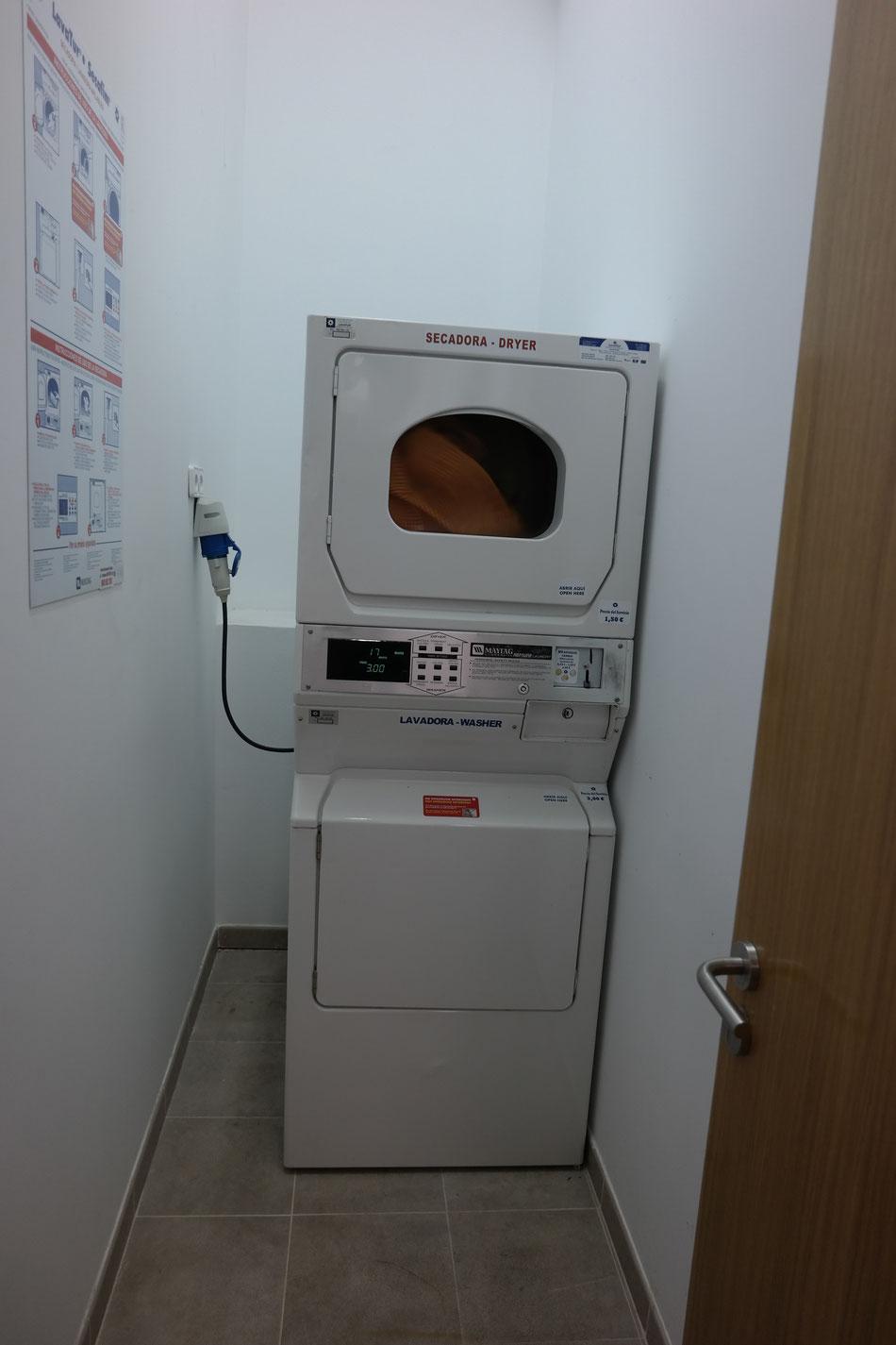 Gute Waschmaschine und Trockner stehen zur Verfügung
