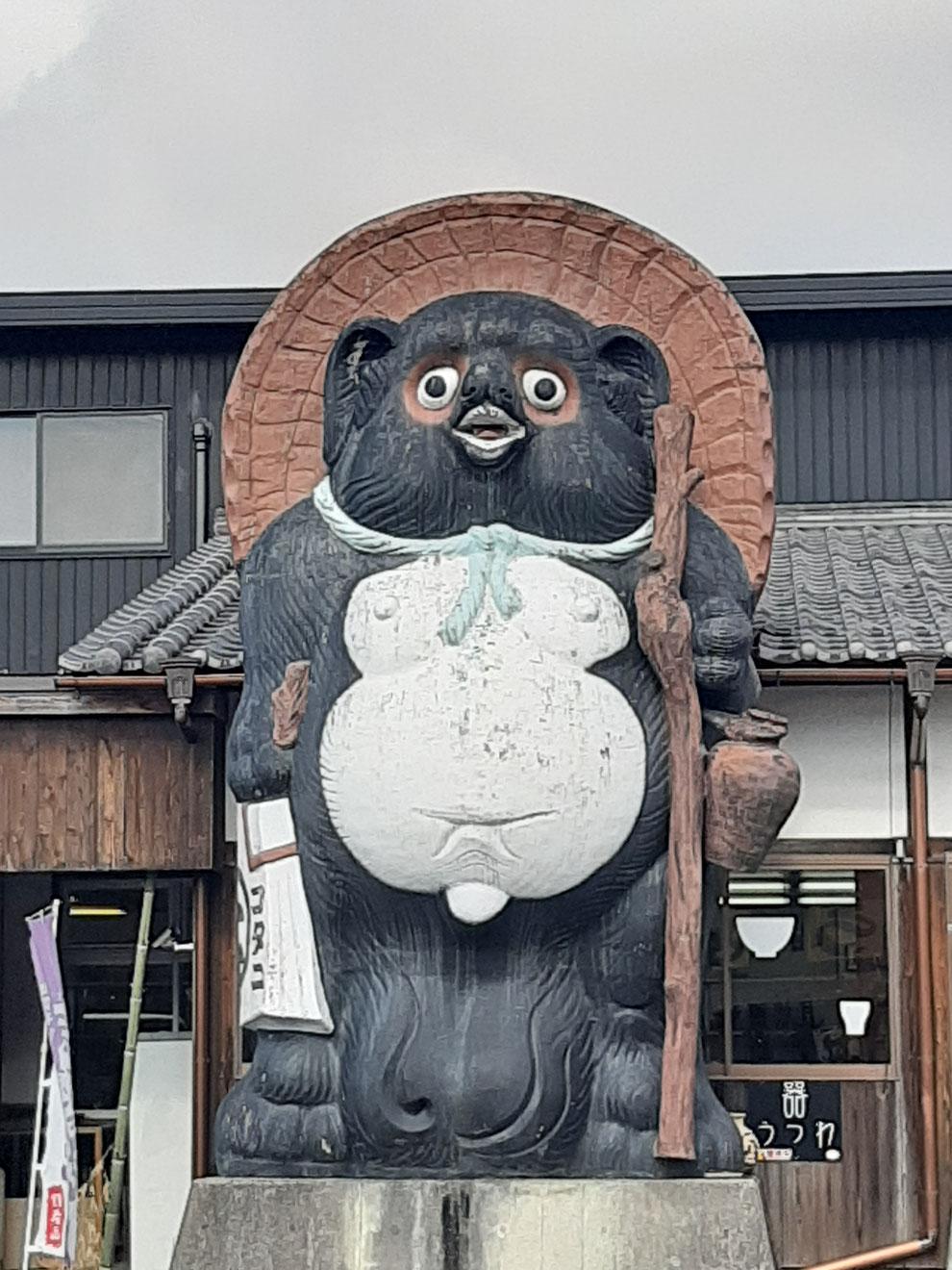 八相縁喜の大きな狸さま 京都観光タクシー 英語通訳ガイド 永田信明