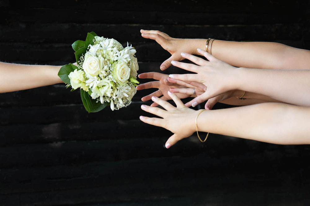 Wie schnell sollte ich einen Hochzeitsfotograf buchen? Besten Hochzeitsfotograf schnell buchen! Hochzeitsfotograf als erstes buchen. Wann buche ich den Fotograf zur Hochzeit?