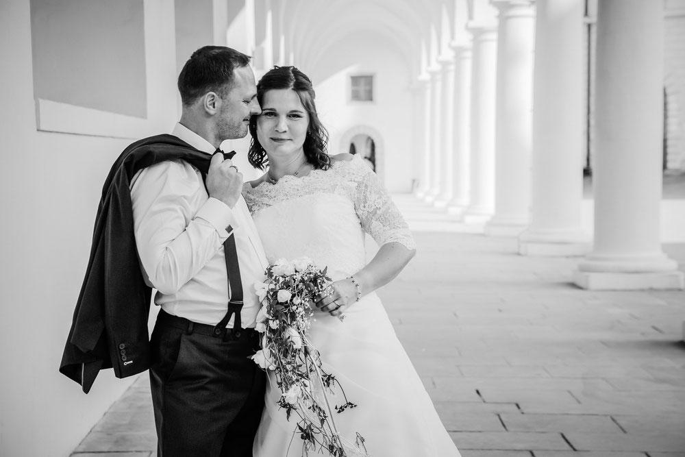 Brautpaar schaut richtung Meißen
