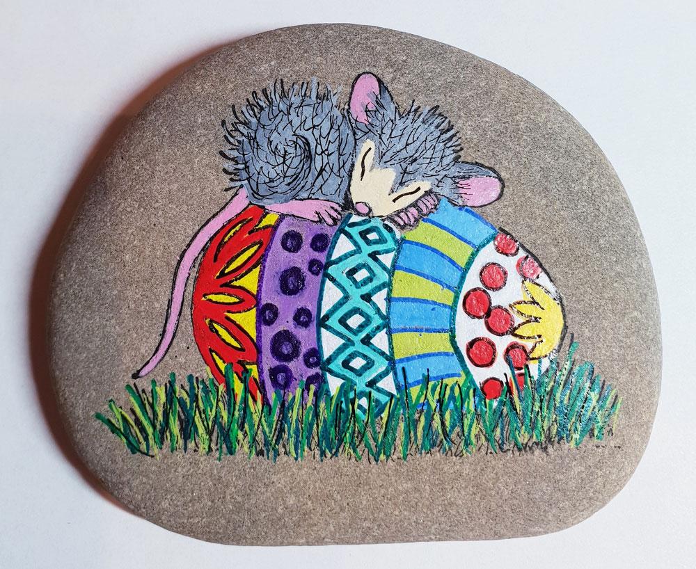 Mäuschen mit Osterei.