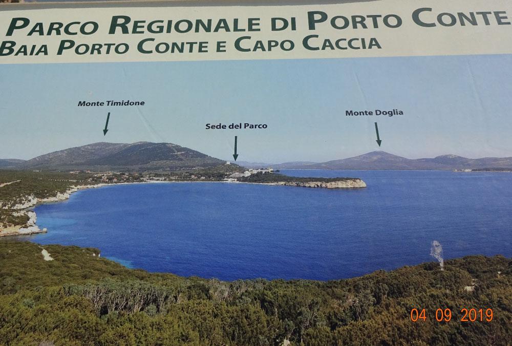 Die Kalksteinfelsen der Klippen am Capo Caccia wurden über 135 Millionen Jahre durch Wind und Wasser in Form geschliffen. Am Aussichtspunkt an der Spitze eröffnet sich ein grandioses Panorama über die Landzunge.