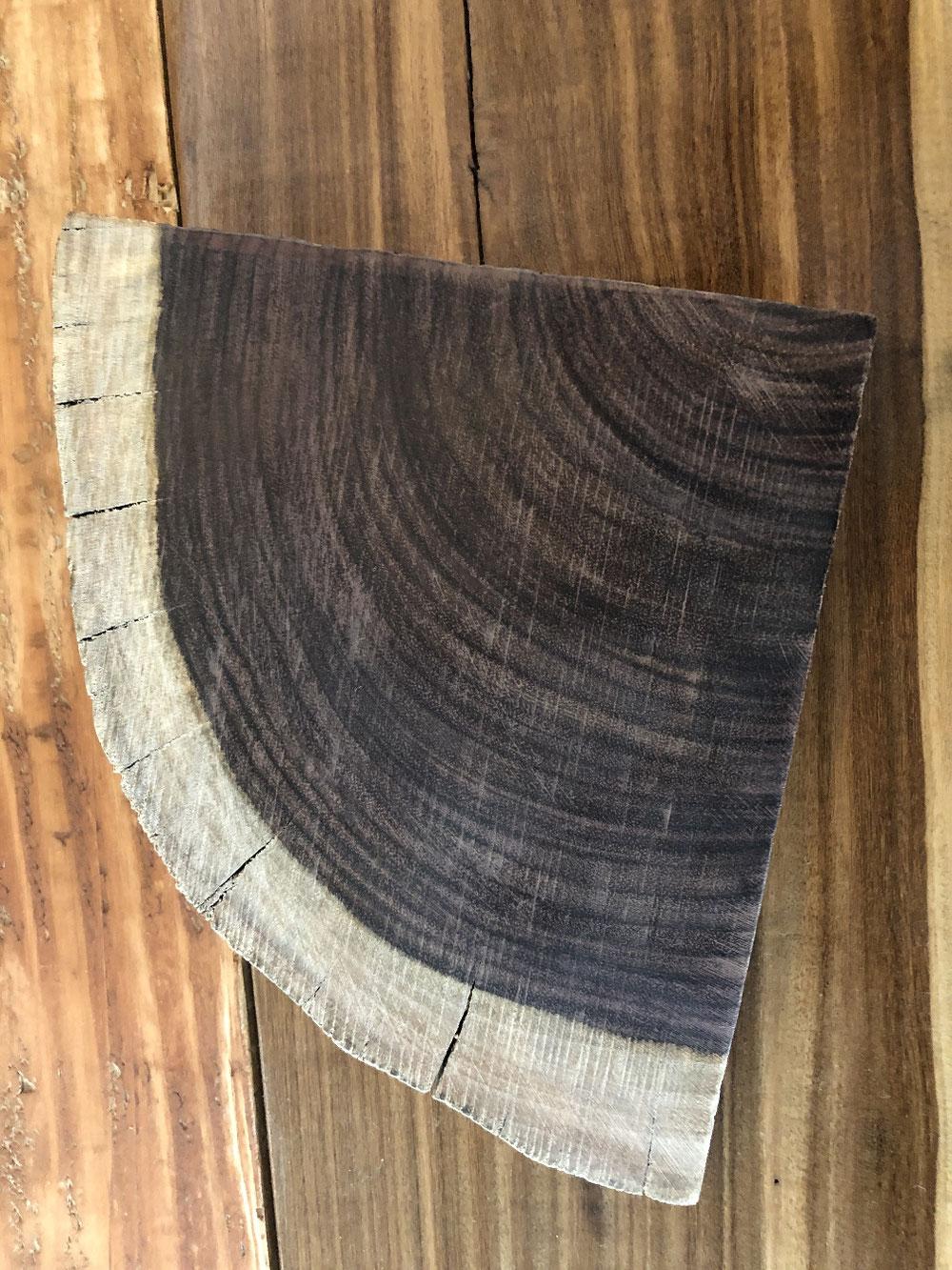 手作りの木のお皿