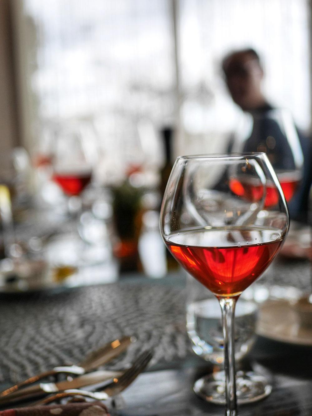Kandyで赤ワインのように氷をひとつだけ溶かして