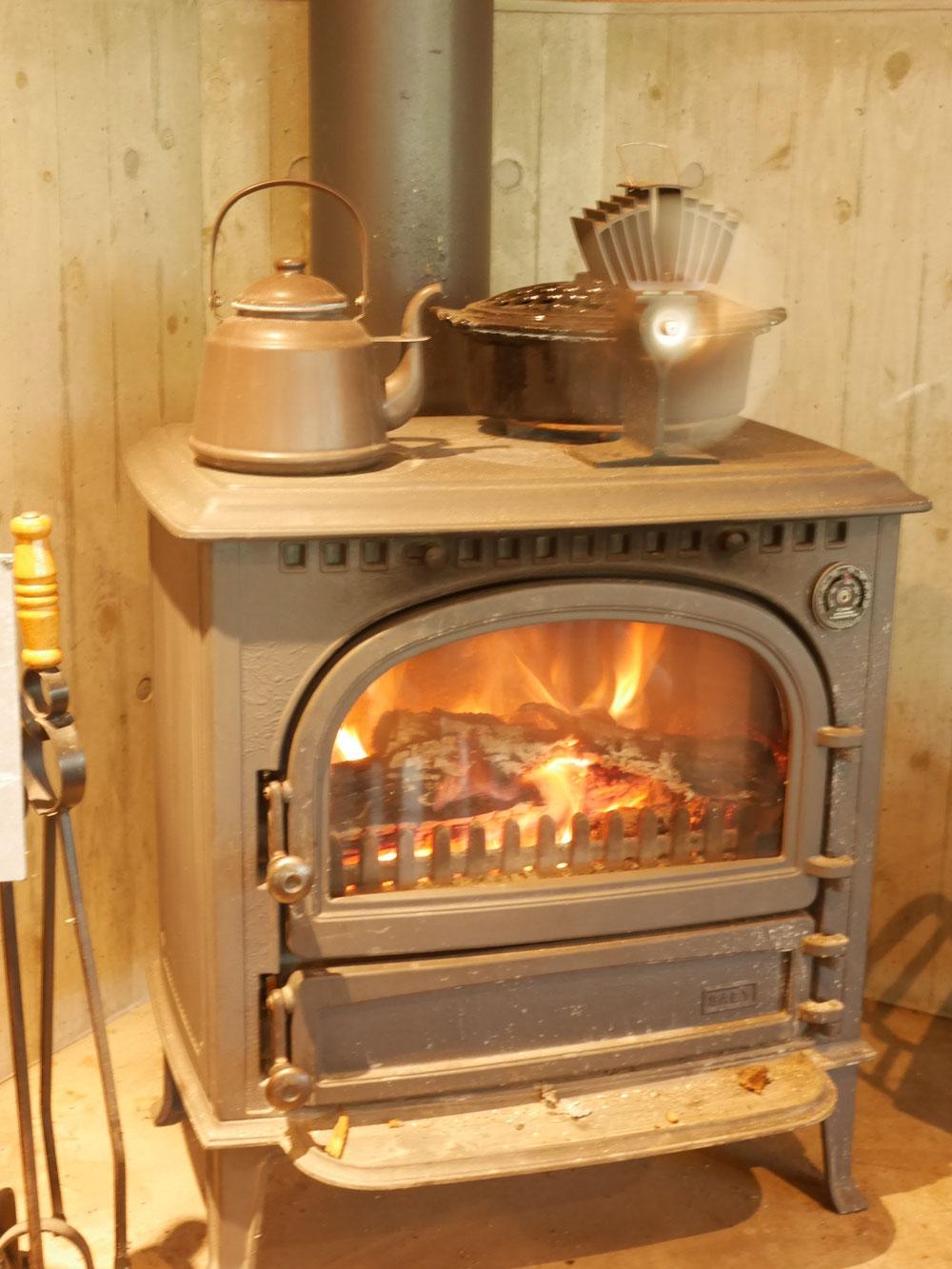 暖炉で暖かい