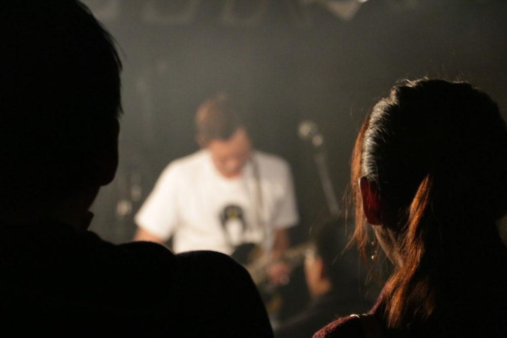 281211_男女とギター