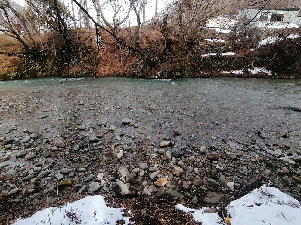 雪解けの水で増水しているようすでした