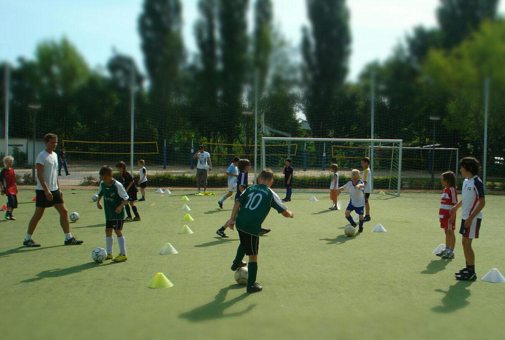 Techniktraining ist die Basis. Höchste Qualität in ihrem Fußballcamp mit Personal Trainer Christian