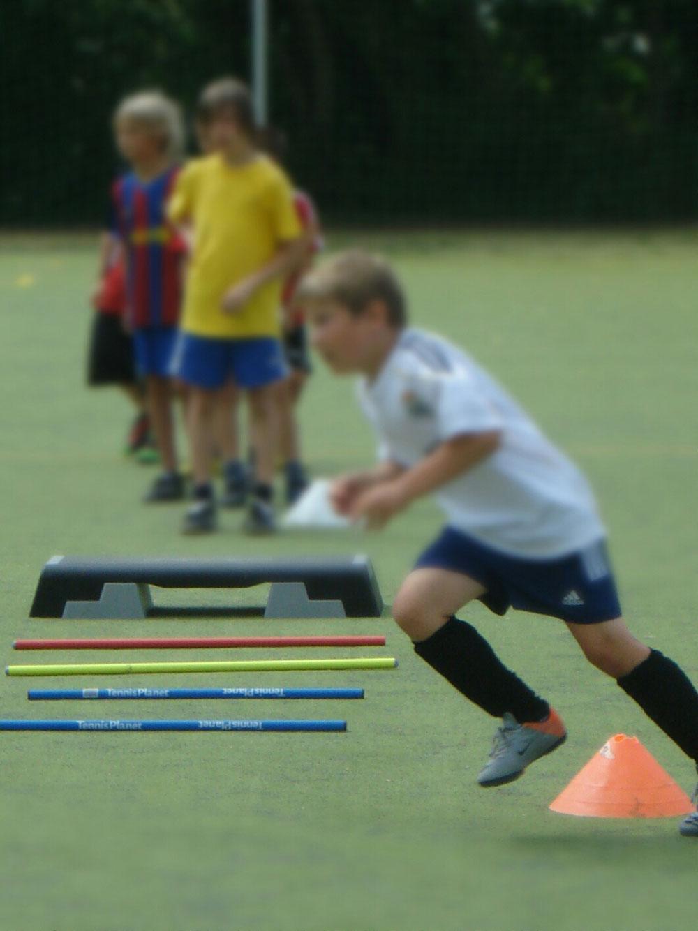 Die Verbesserung der Lauftechnik, Koordination und Schnelligkeit ist regelmäßig im Programm. Dabei kommt der Spaßfaktor nicht zu kurz.