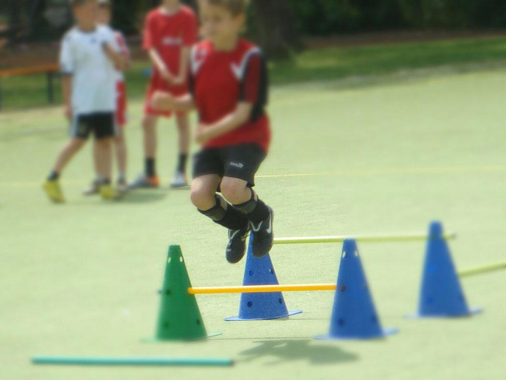 Verbesserung von Sprungkraft und Timing um im richtigen Moment das Runde ins Eckigen zu befördern.
