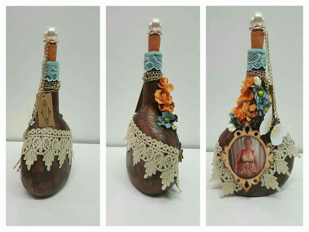 Bottiglia con foto + decoupage e aggiunta di oggetti decorativi