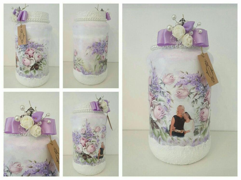 Vaso in vetro con foto, misto decoupage e dipinto a mano più aggiunta di oggetti decorativi