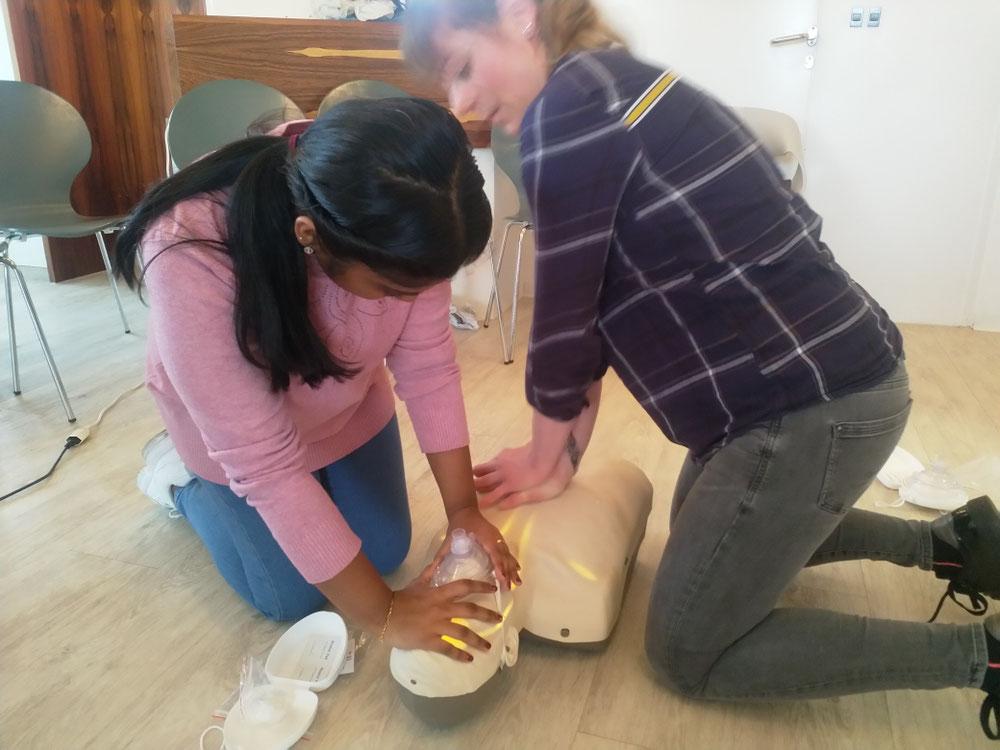 Auch unsere zukünftige Lehrtocher (startet im nächsten Sommer ihre Lehre bei uns) übt mit im Team