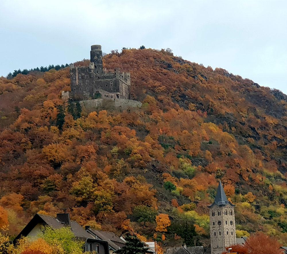 Wellmicher Burgberg im bunten Herbstkleid