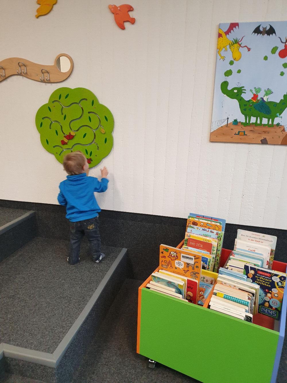 Wir besuchen die Bücherrei