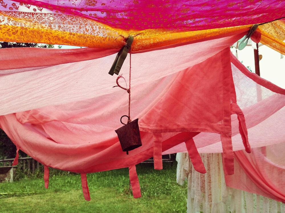 D.I.Y. Boho-Sonnensegel, Sonnenschutz aus verschiedenen Stoffen für Planschbecken, Schwimmbecken für den Garten, einfach selbst gemacht.