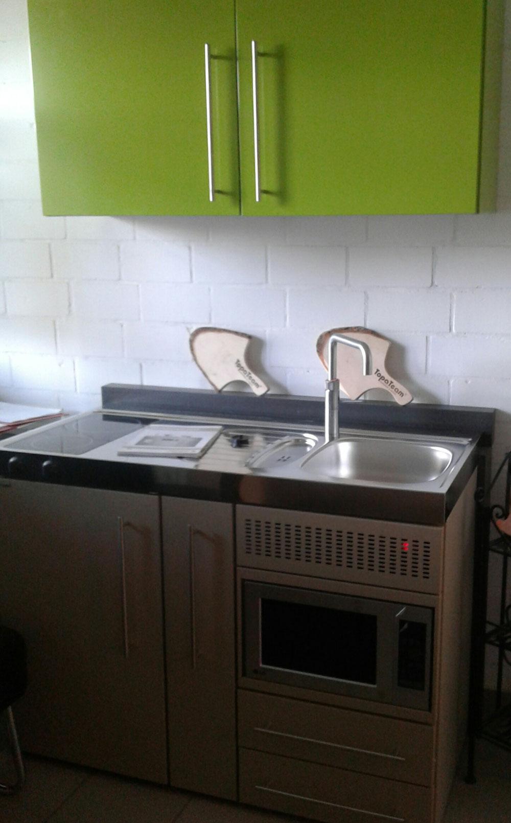 Stengel - Steelconcept Miniküchen beinhalten alles, was man für eine kleine (Ferien-) Wohnung benötigt