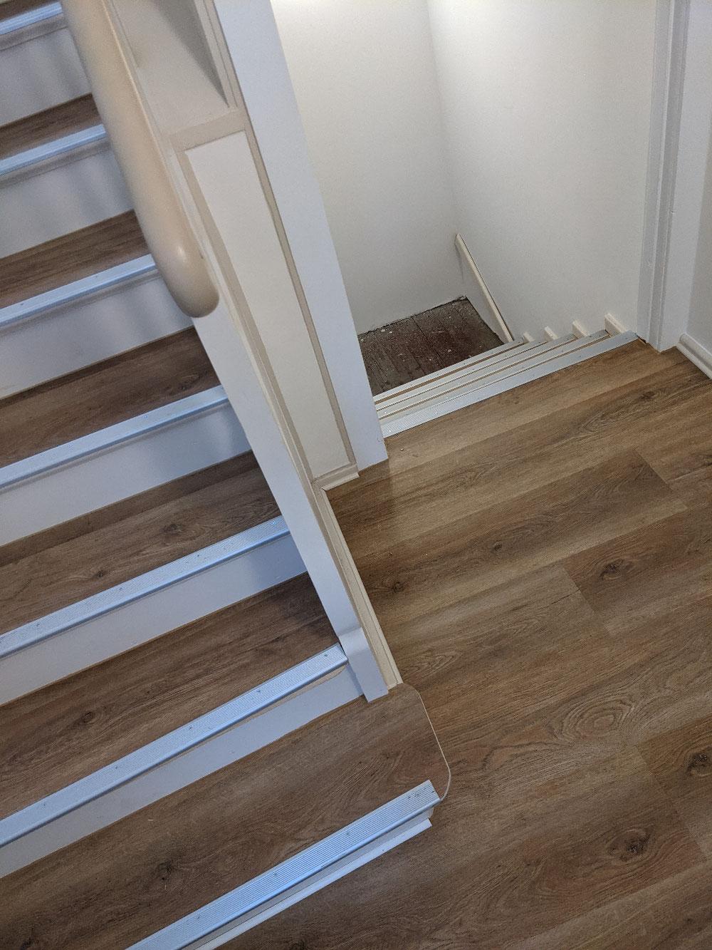 Altbau Treppen Sanierung mit Vinyl.