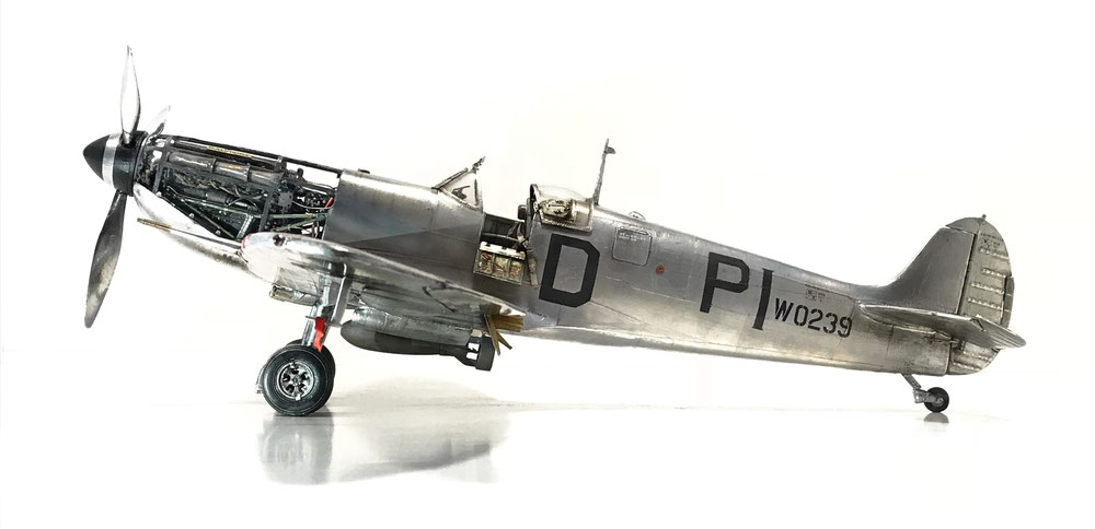 Supermarine Spitfire MkVb - Trumpeter kit, 1/24 scale model based (customized&detailed) - MWP full finiture (aluminum coated)