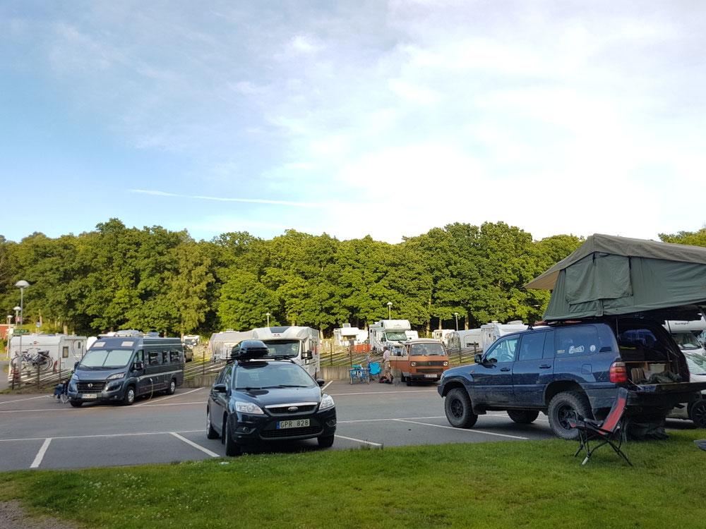 """Ufem Camping het der Toyo einisch meh d Rouä aus: """"Der ausgestreckte Mittelfinger der Campingkultur"""" übernoh☻"""
