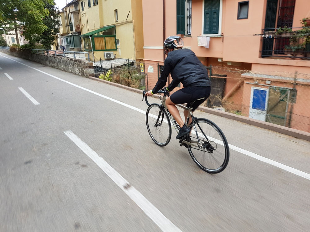 Zur Feriäspäckbekämpfig hei mir üs i Sattu gschwungä u hei der schö Velowäg vo St. Stephano nach San Remo gfahrä.