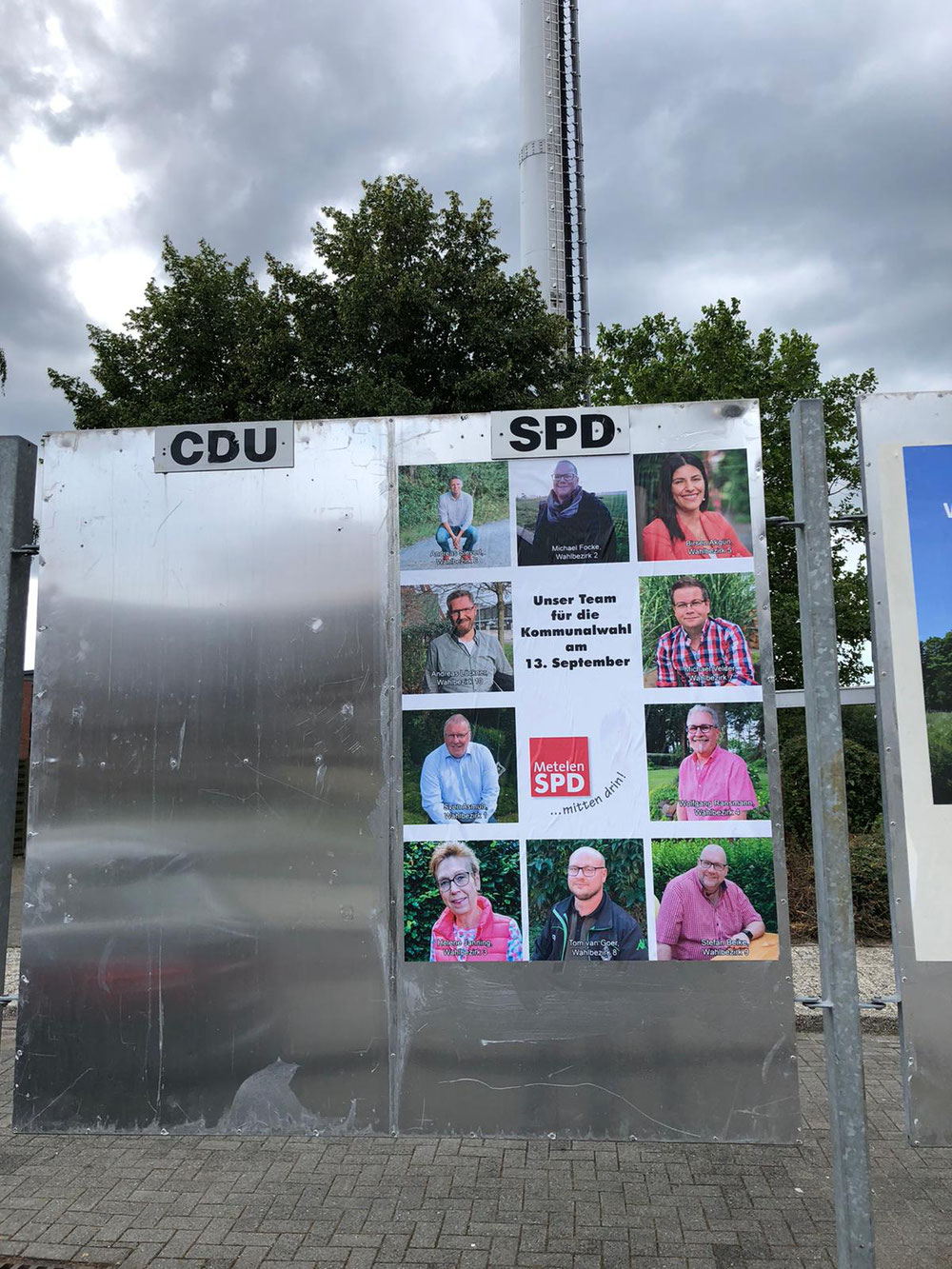 Die Wahlplakate der Metelener SPD hängen seit Montag.