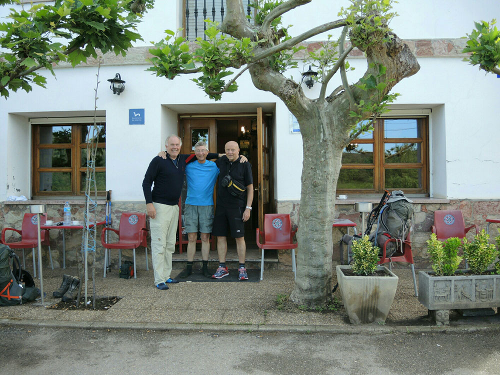 Kurze Pause unterwegs mit Pilger aus Holland