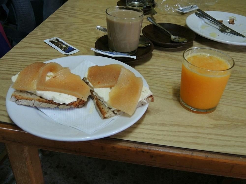 Gelegenheit für zweiter Frühstück mit Regionalprodukten  nach 6 km