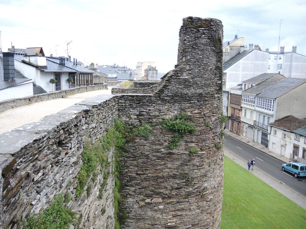 Römischer Stadtmauer von Lugo ist vollständig erhalten (über 2 km lang)