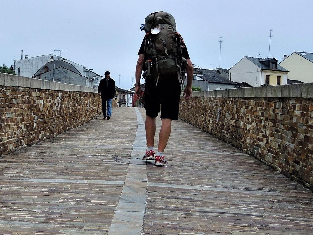 Der Jakobsweg führt über die Römer Brücke