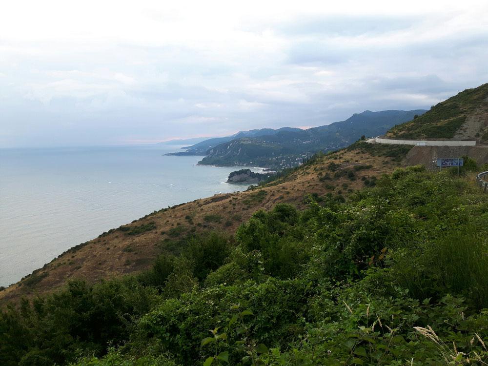 weil ich nach Osten gehe, liegt das Schwarze Meer links.