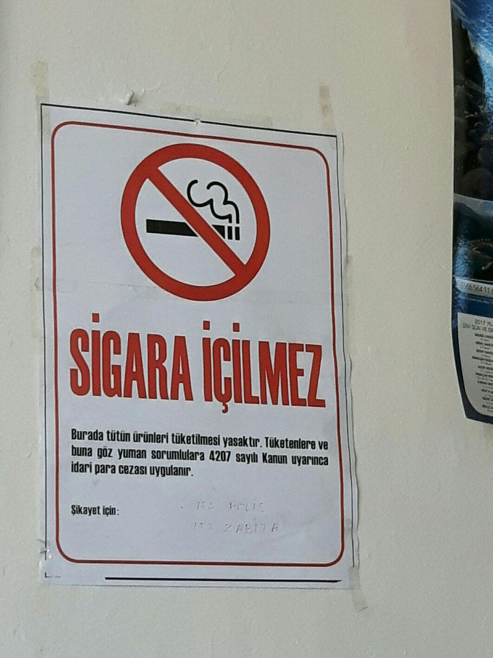 Es gibt sogar einige Kneipen mit Rauchverbot.