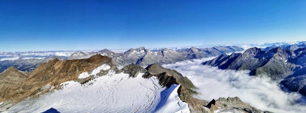 Gletscher, Wolken, Fels, Eis und Schnee 🏔️