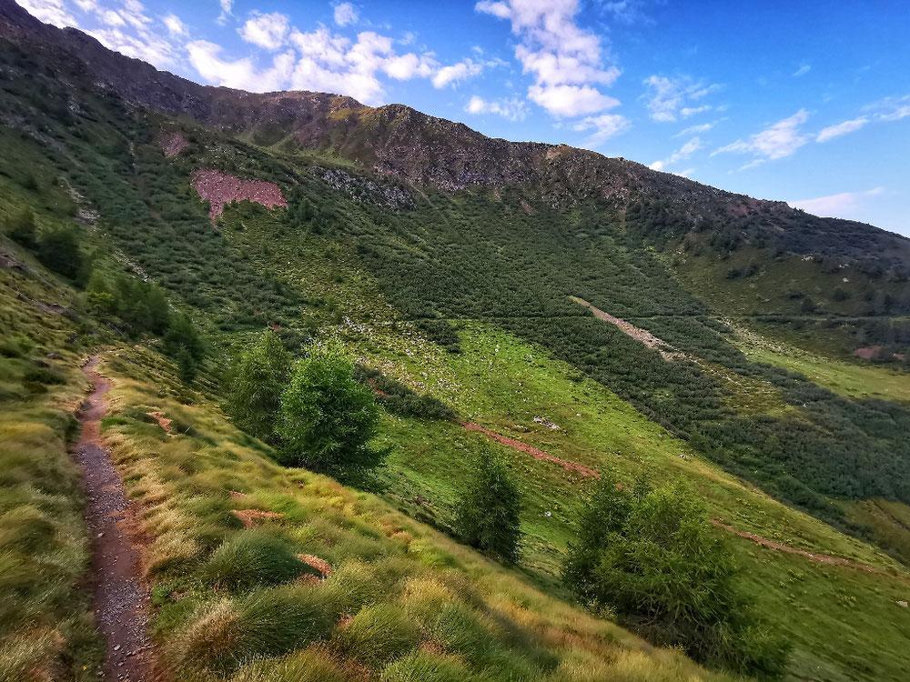 In langen Traversen geht's Richtung Tal