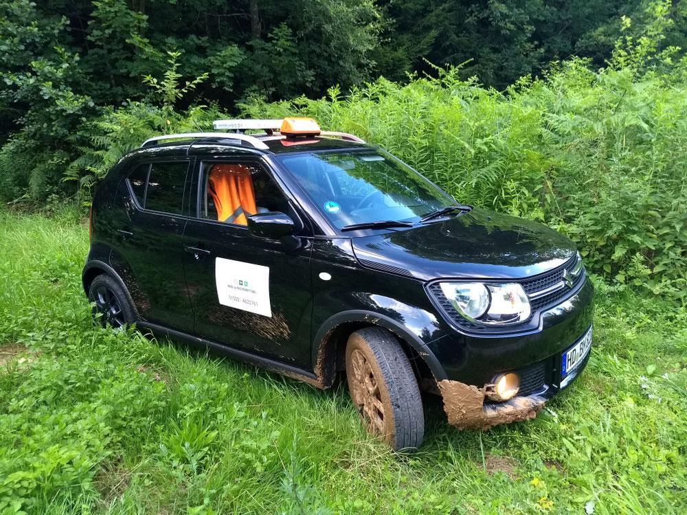 Eines unserer Fahrzeuge im Geländeeinsatz