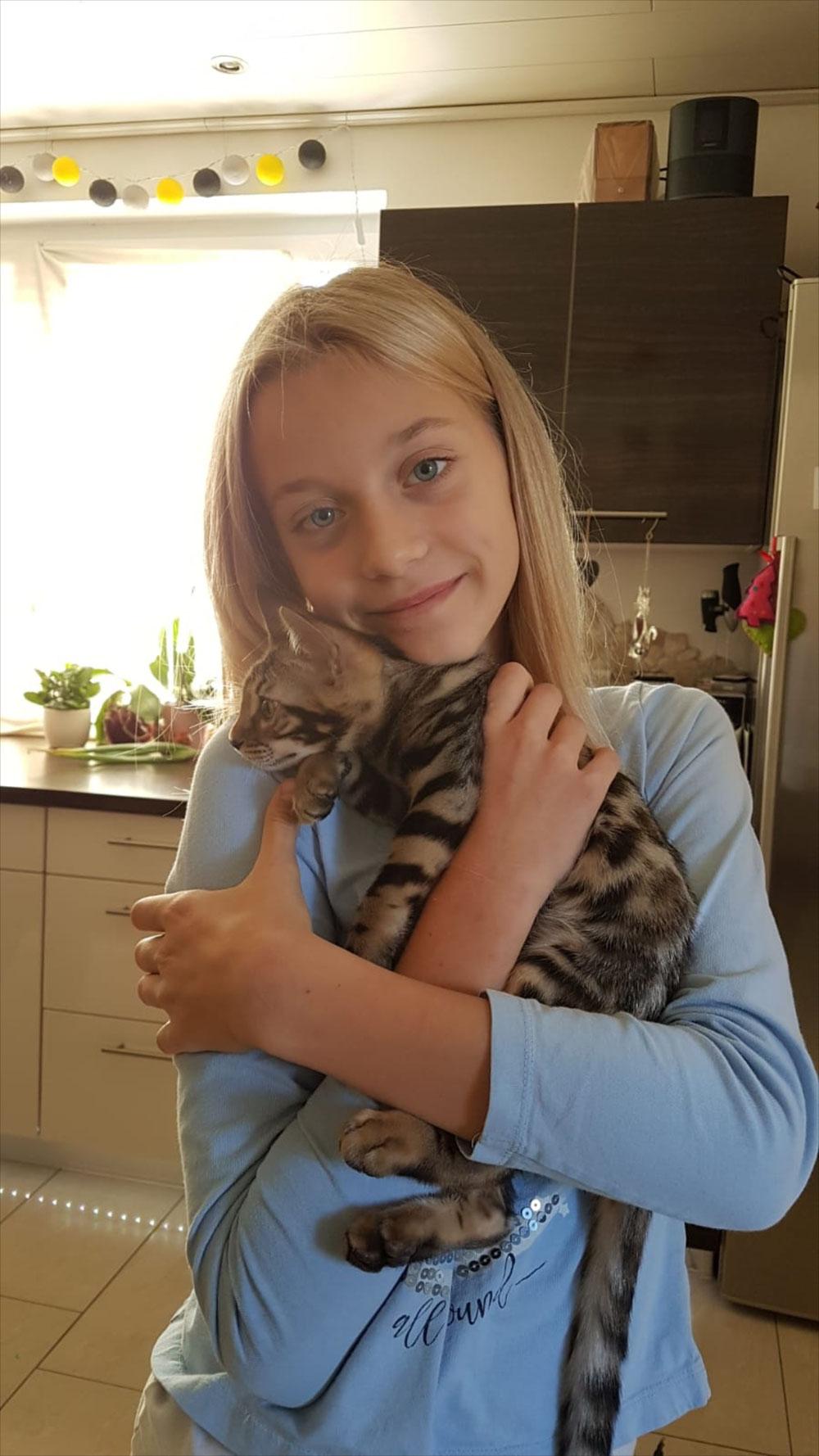 Lilly mit Edison beim Auszug ins neue Zuhause