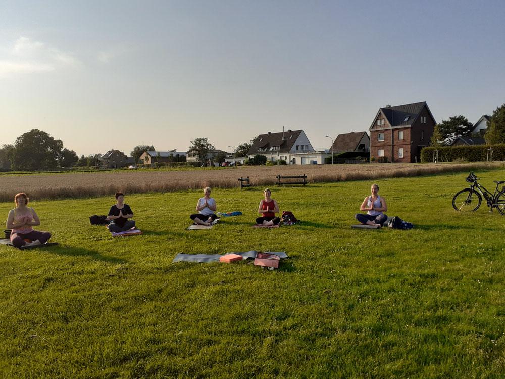 Outdoor Yoga in Hülchrath