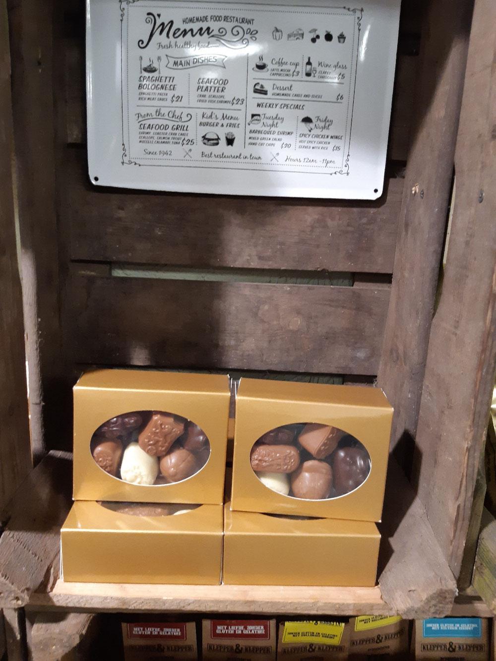 Leuk doosje met goed gevulde bonbons kei lekker