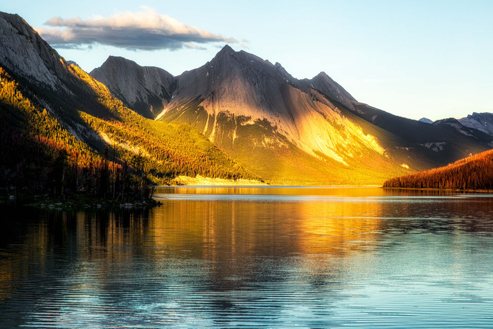 Medicine Lake.  Best photography locations in Jasper National Park