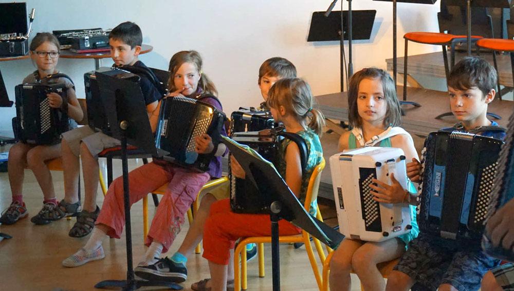 Ecole de musique à Crolles – Grésivaudan: Ensemble d'accordéonistes de 1er et 2nd cycle, lors d'un spectacle.