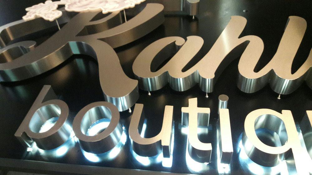 Letra de aluminio con luz indirecta en led