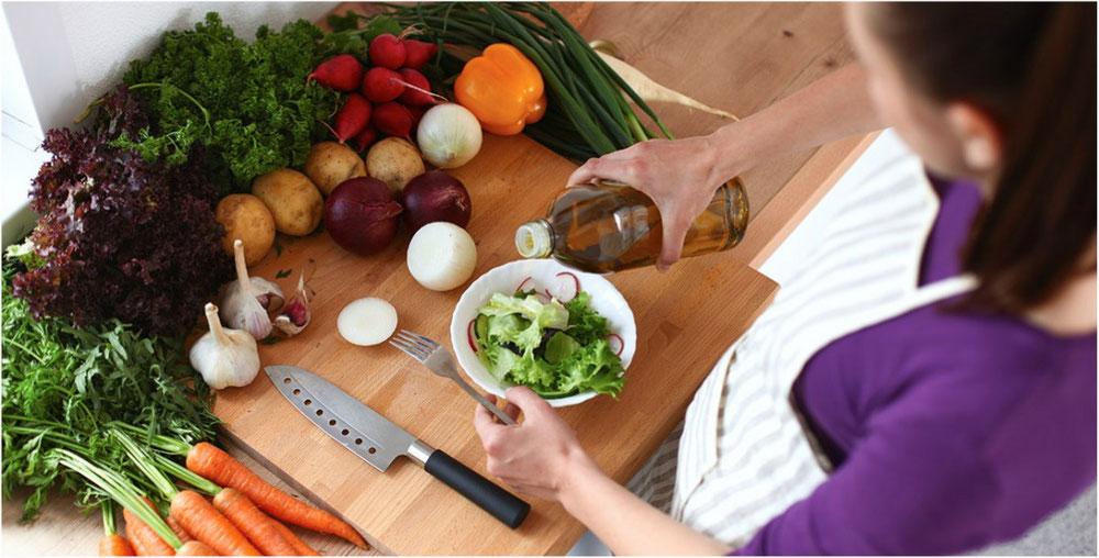 اعداد الطعام في المنزل يساعد على التحكم بالمكونات