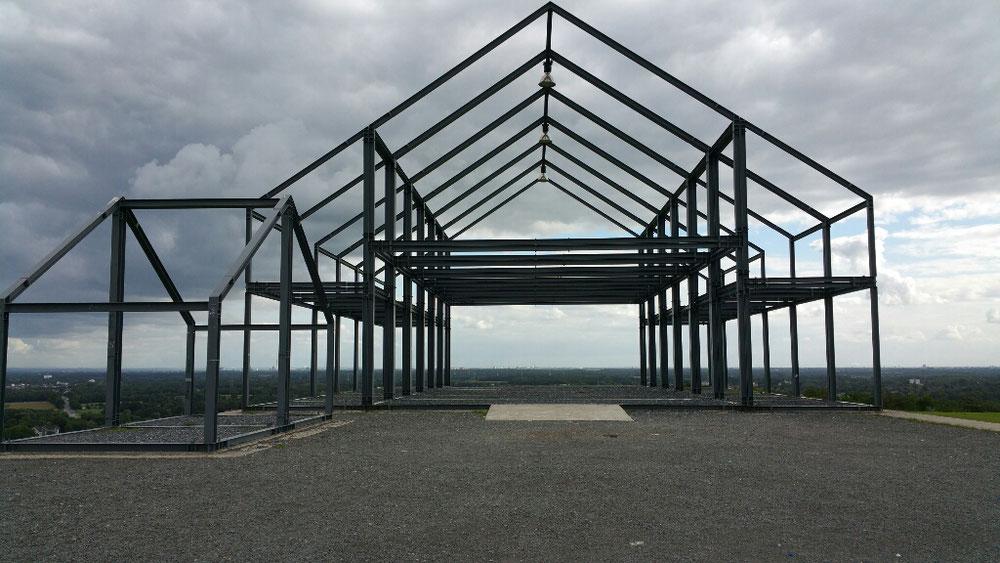 """...das """"Hallenhaus"""" auf dem Gipfel der Halde Norddeutschland"""