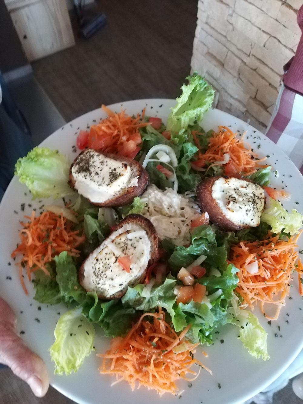 Salade chevre chaud (chèvre du Brabant)😀